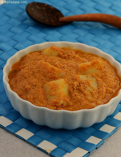 Goanese Potatoes in a gravy made with a coconut based spicy paste and tomatoes.