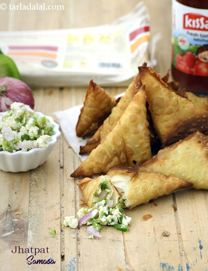 Made with readymade samosa pattis, this recipe requires minimal preparation. The stuffing too is made with grated paneer and crunchy veggies like capsicum and onions, which can be readily mixed.